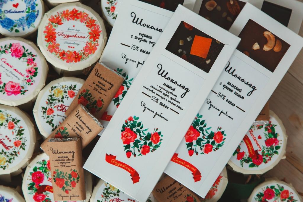 Крем-мед и шоколад — подарки для всех