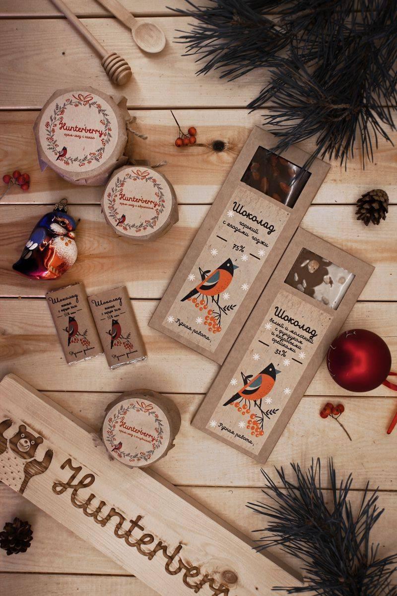 Крем-мед и шоколад в новогодней упаковке