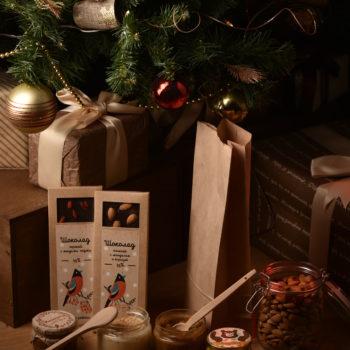 Новогодние подарки мед и шоколад